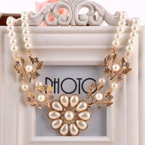 Náhrdelník Flower Pearl-Biela/Zlatá