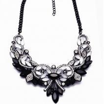 Náhrdelník Vintage Spring-Biela/Čierna